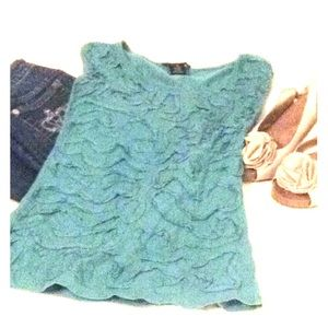 Tops - Turquoise stretch top - fabulous design on front!